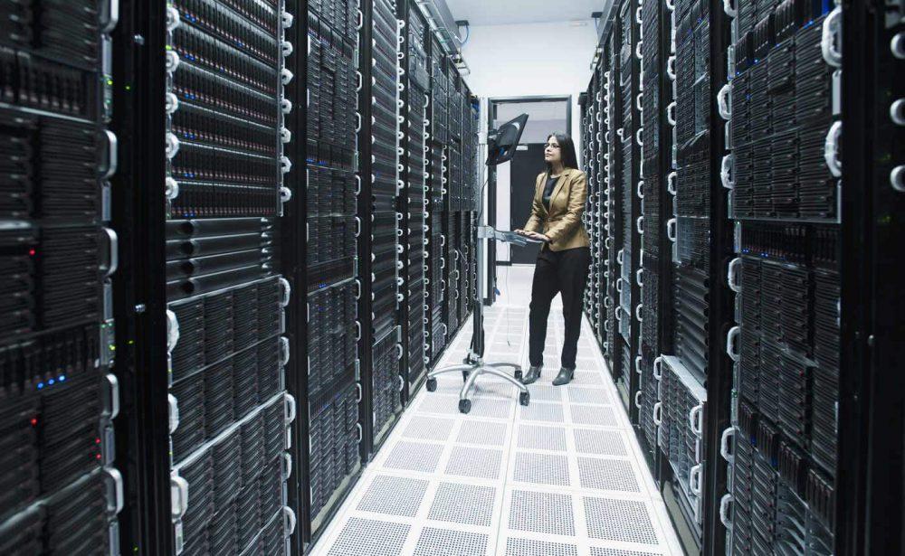 آیا سرورهای رکمونت واقعا باید داخل رک نصب شوند؟